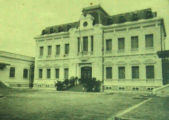 Tòa nhà hội trường thành phố Hải Phòng.