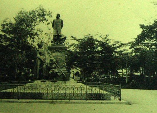 Tượng của chính khách Jules Ferry, người có công mở rộng các thuộc địa Pháp được dựng ở Hải Phòng.
