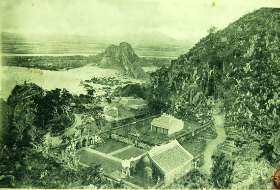 Ngôi chùa dưới chân núi Ngũ Hành Sơn, Đà Nẵng.