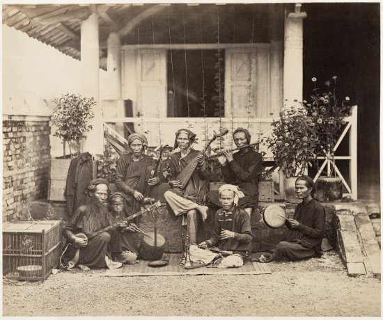 Một dàn nhạc của người Việt năm 1866.