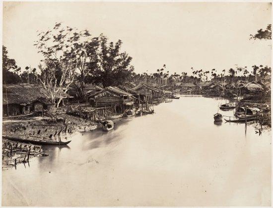 Nhà lá ven kênh rạch của người Hoa ở Chợ Lớn.