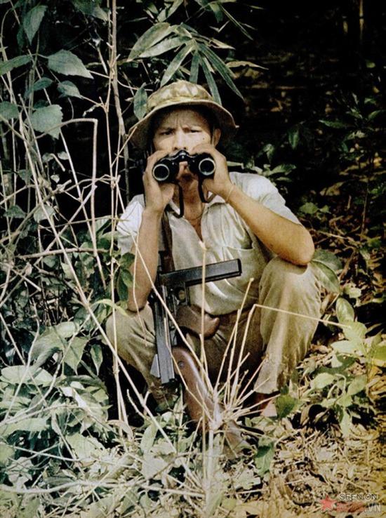 Nối tiếp bài viết của Akihiko Okamura là loạt ảnh màu do hai nhà báo người Pháp Jean-Piere Moscardo và Gerald Robion thực hiện trong khu vực quân đội Giải phóng kiểm soát.