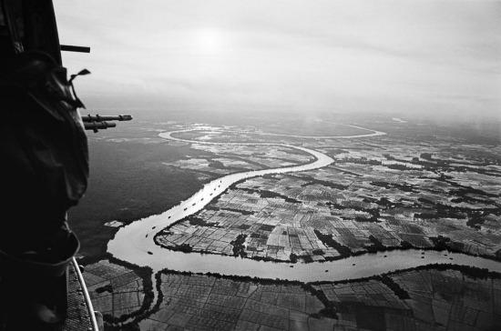"""Quang cảnh nhìn từ trực thăng Mỹ trong chiến dịch """"Cedar Falls"""" ở miền Nam Việt Nam năm 1967."""