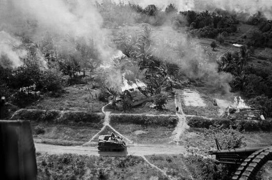 Lính Mỹ tiến hành các hoạt động càn quét tại phía Tây Bắc Sài Gòn, 1967.