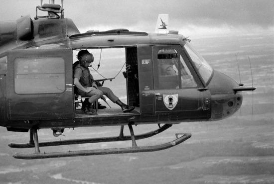 Trực thăng VNCH tiến về ấp Giao Bình để thực hiện nhiệm vụ, 1963.
