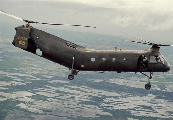 Trực thăng Chinook trên bầu trời đồng bằng sông Cửu Long, 1963.