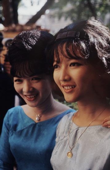 Bà Nhu và con gái Ngô Đình Lệ Thủy. Ảnh: John Leongard.