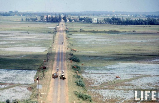 Vĩ tuyến 17 đã trở thành biểu tượng oanh liệt về cuộc đấu tranh giành tự do, thống nhất tổ quốc mà nhân Việt Nam đã kiên cường tiến hành trong một giai đoạn lịch sử đặc biệt.