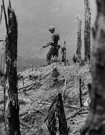 Năm 1972, phóng viên David Hume Kennerly của hãng thông tấn UPI giảnh giải thưởng Pulitzer của hạng mục Ảnh vấn đề sự kiện với loạt ảnh về các điểm nóng xung đột trên thế giới năm 1971, trong đó có cuộc chiến tranh Việt Nam.