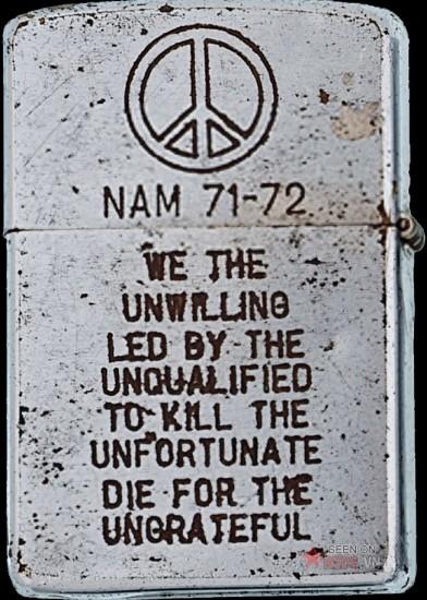 """Những ngôn từ thể hiện sự uất hận cao độ: """"Chúng tôi bị dẫn dắt bởi một đám bất tài để giết những con người bất hạnh và phải chết mà chẳng ai nhớ tới""""."""