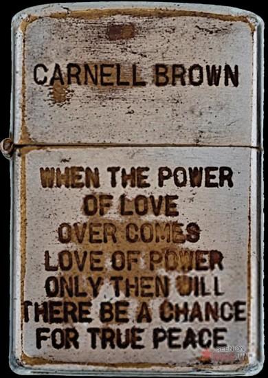 """Khát vọng hoà bình và sự chán ghét các thế lực cường quyền: """"Khi sức mạnh của tình yêu vượt qua tình yêu dành cho sức mạnh, cơ hội của một nền hoà bình đích thực sẽ đến""""."""