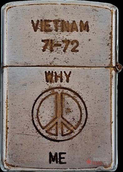 """Một câu hỏi vu vơ """"Tại sao tôi?"""" kèm theo biểu tượng của hòa bình."""