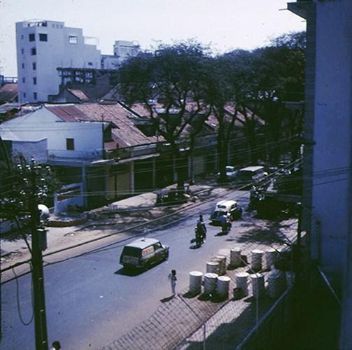 Đường Trương Công Định (nay là đường Trương Định) nhìn từ khách sạn Meyerkord ở góc Nguyễn Du - Trương Công Định.