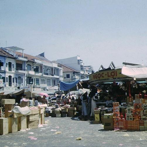 Chợ Bến Thành, góc Lê Thánh Tông - Phan Bội Châu.