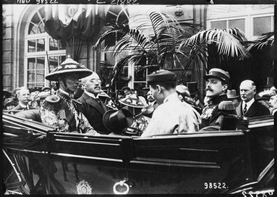 Ngày 20/5/1922, vua Khải Định sang Pháp dự Hội chợ thuộc địa ở Marseille. Đây là lần đầu tiên một ông vua triều Nguyễn công du chính thức ra nước ngoài.