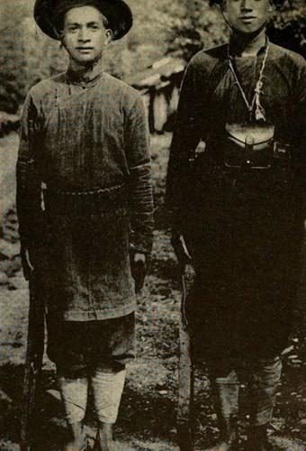 Các thợ săn người Thổ ở vùng núi phía Bắc.