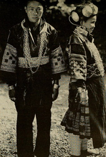Cặp vợ chồng người H'Mông Trắng ở Sa Pa, Lào Cai.