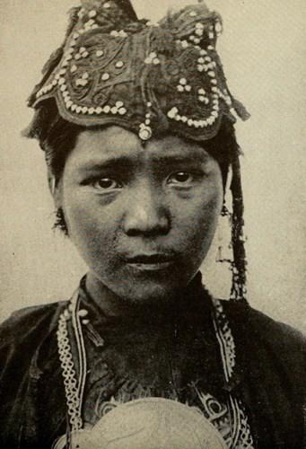 Thiếu nữ người Lô Lô ở Thượng Lào.