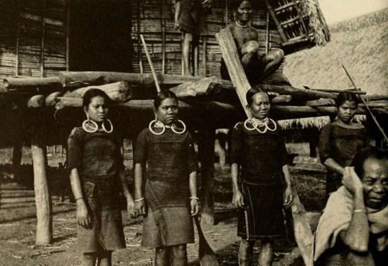 Phụ nữ một số dân tộc ở Tây Nguyên có tục căng tai, một cách làm đẹp kỳ lạ theo quan niệm của họ.