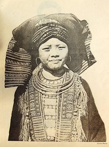 Phụ nữ người Mán Tả Pán.