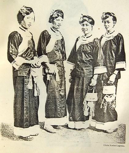 Phụ nữ dân tộc Giáy.