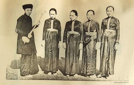 Nam giới và phụ nữ Thái Đen.