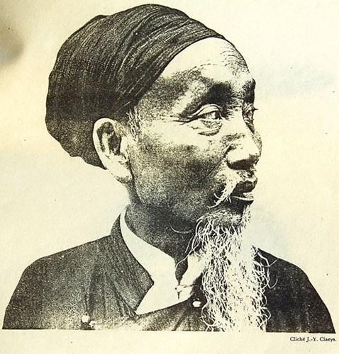 Cụ ông người dân tộc Kinh ở Hà Đông. Hình ảnh được giới thiệu trong một ấn phẩm về các dân tộc ở Đông Dương, xuất bản ở Pháp năm 1931, được đăng tải lại trên trang Belleindochine.free.fr.