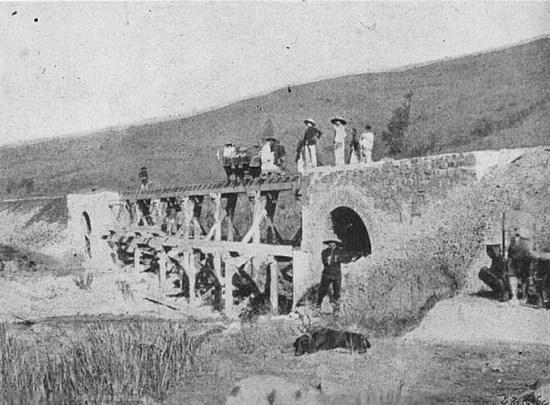 Một cây cầu đường sắt đang được xây dựng ở Lạng Sơn.