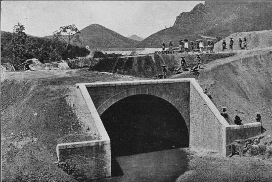 Một cây cầu đường sắt gần biên giới Trung Quốc.