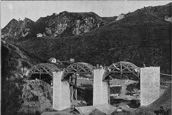 Cầu cạn đường sắt dẫn đến biên giới Trung Quốc tại Lạng Sơn.