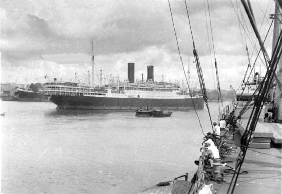 Tàu Athos II rời khi rời Sài Gòn