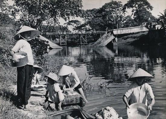 Bến nước quê ở Huế.