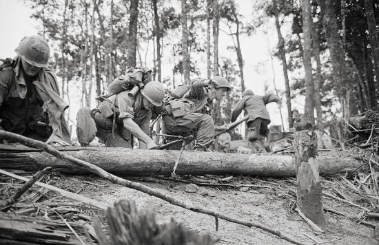 Lính Mỹ tiến công trên Đồi Thịt Băm, 18/5/1969.