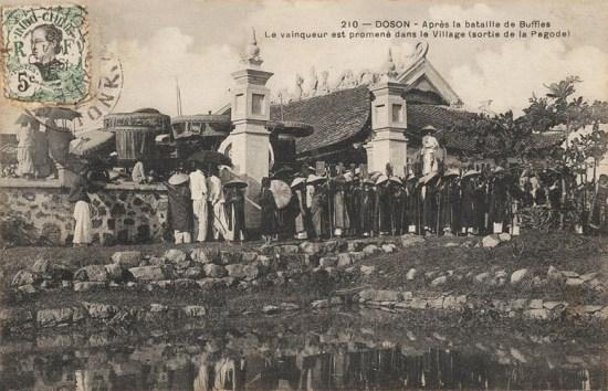 Một hoạt động diễn ra ở đình làng sau lễ hội chọi trâu.