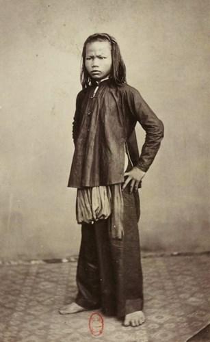 Bé gái Sài Gòn .