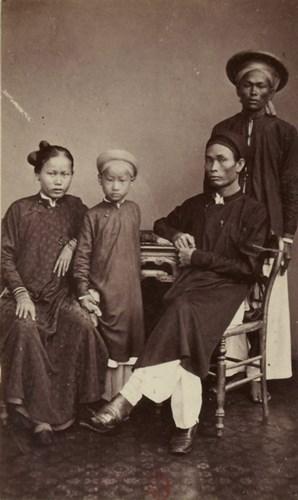 Gia đình lãnh binh Tân.