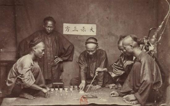 Trò bài bạc của người Hoa.