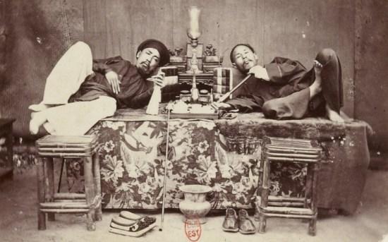 Hút thuốc phiện ở Sài Gòn.