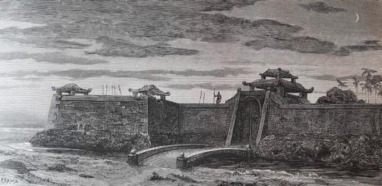 Pháo đài ở Cam Lộ, Quảng Trị. Đây là hình ảnh minh họa cho bài viết của tiến sĩ Jules Harmand, nhà thám hiểm, nhà tự nhiên học, dân tộc học và nhà ngoại giao người Pháp đã làm việc tại Đông Dương trong nhiều thập niên.