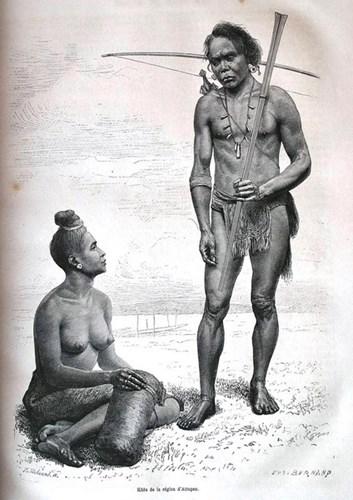 Hai vợ chồng người Khơ Mú ở Attapeu.