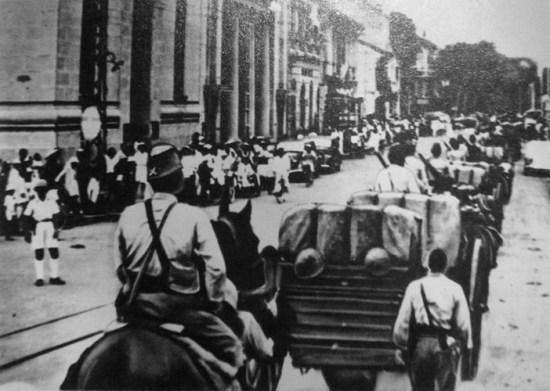 Quân Nhật trên đường d'Adran ở Sài Gòn, nay là đường Hồ Tùng Mậu.