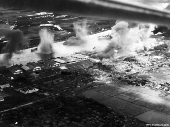 Hai tàu chở hàng và một tàu chở dầu của Nhật bị đánh chìm trên sông Sài Gòn trong các đợt tấn công của máy bay từ tàu sân bay Mỹ USS Ticonderoda CV-14, ngày 12/01/1945.