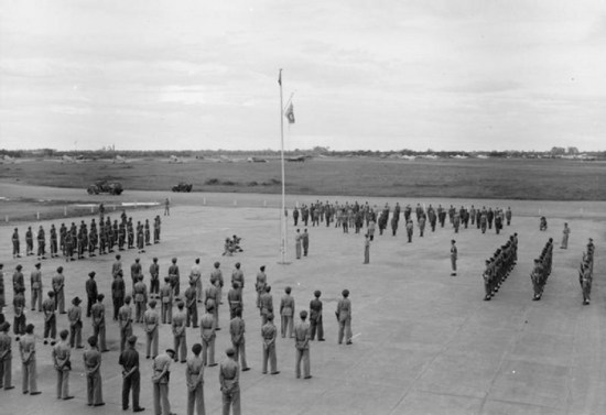 Lễ đầu hàng của quân Nhật tại sân bay Tân Sơn Nhất.