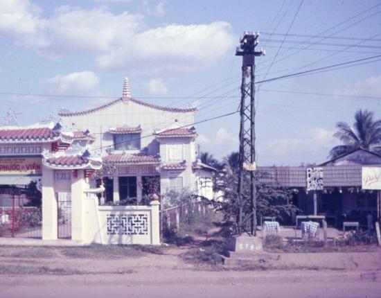 Khi chụp những bức ảnh lưu niệm về Sài Gòn, rất nhiều binh sĩ Mỹ đã chụp lại chùa Phước Viên như một địa điểm đáng ghi nhớ của thành phố. Ảnh: Capt. Ted R. Snediker, 1966-1967.