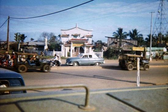 Vì vậy mà đến ngày nay, chùa Phước Viên xuất hiện trong rất nhiều bức ảnh được các cựu binh Mỹ chia sẻ trên mạng. Ảnh: Stan Middleton & Phil Potter, 1967.