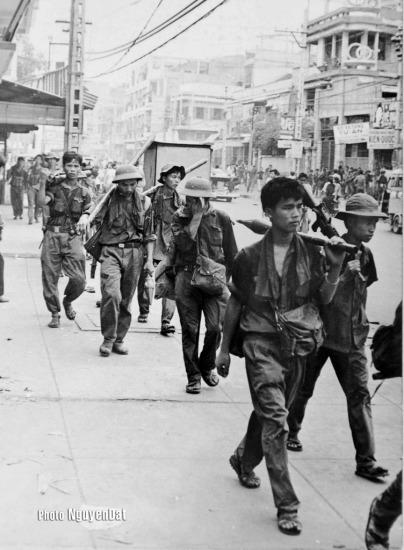 Bức ảnh ông chụp vào khoảng 10h sáng 30/4/1975 khi quân giải phóng hướng từ Hóc Môn tiến vào trung tâm Sài Gòn qua đường Trương Minh Giảng.