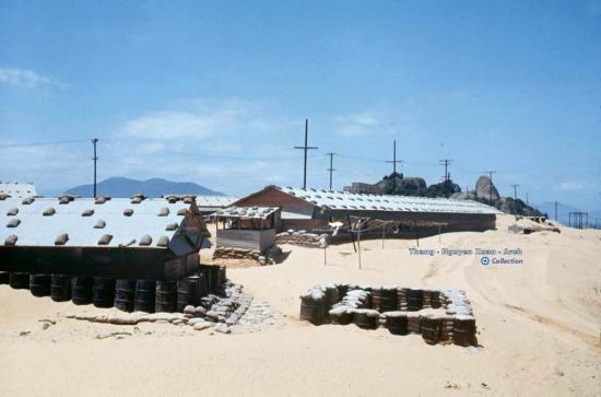 Cận cảnh một khu vực đóng quân của lính Mỹ ở Cam Ranh.