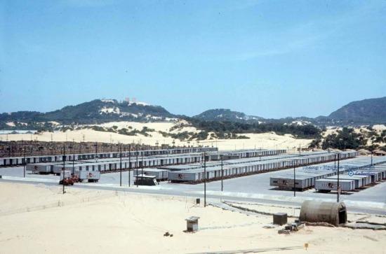 Bãi container của Mỹ ở căn cứ Cam Ranh.