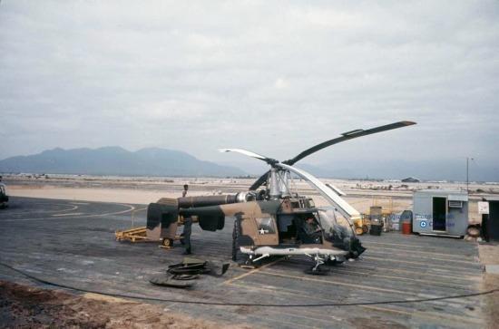 Trực thăng Kaman H-43 Huskie của Mỹ tại căn cứ Cam Ranh.