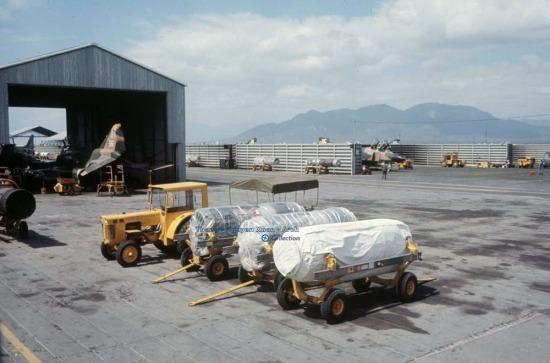 Khí tài của máy bay F-4 Phantoms.
